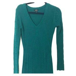 Ribbed v-neck sweater dress 👗